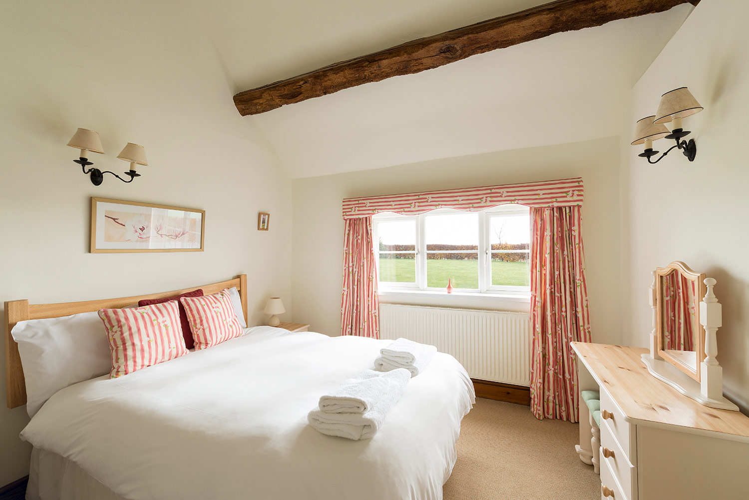 Top quality bed linen at our luxury holiday cottages in the heart of England | Upper Rectory Farm Cottages