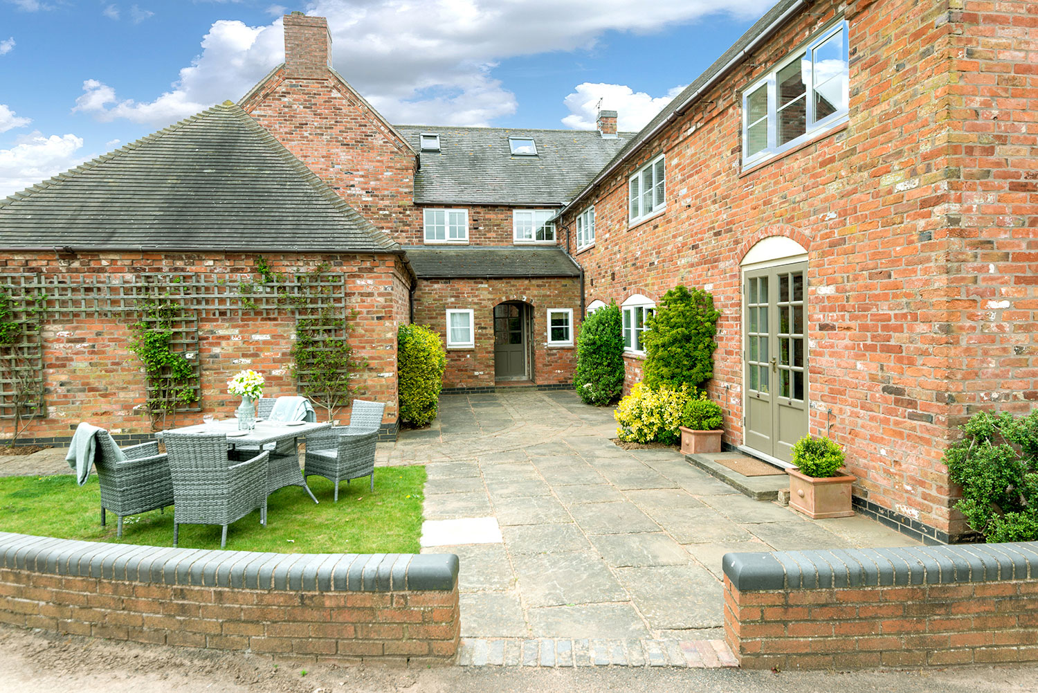 Holiday accommodation with private garden in central England | Upper Rectory Farm Cottages