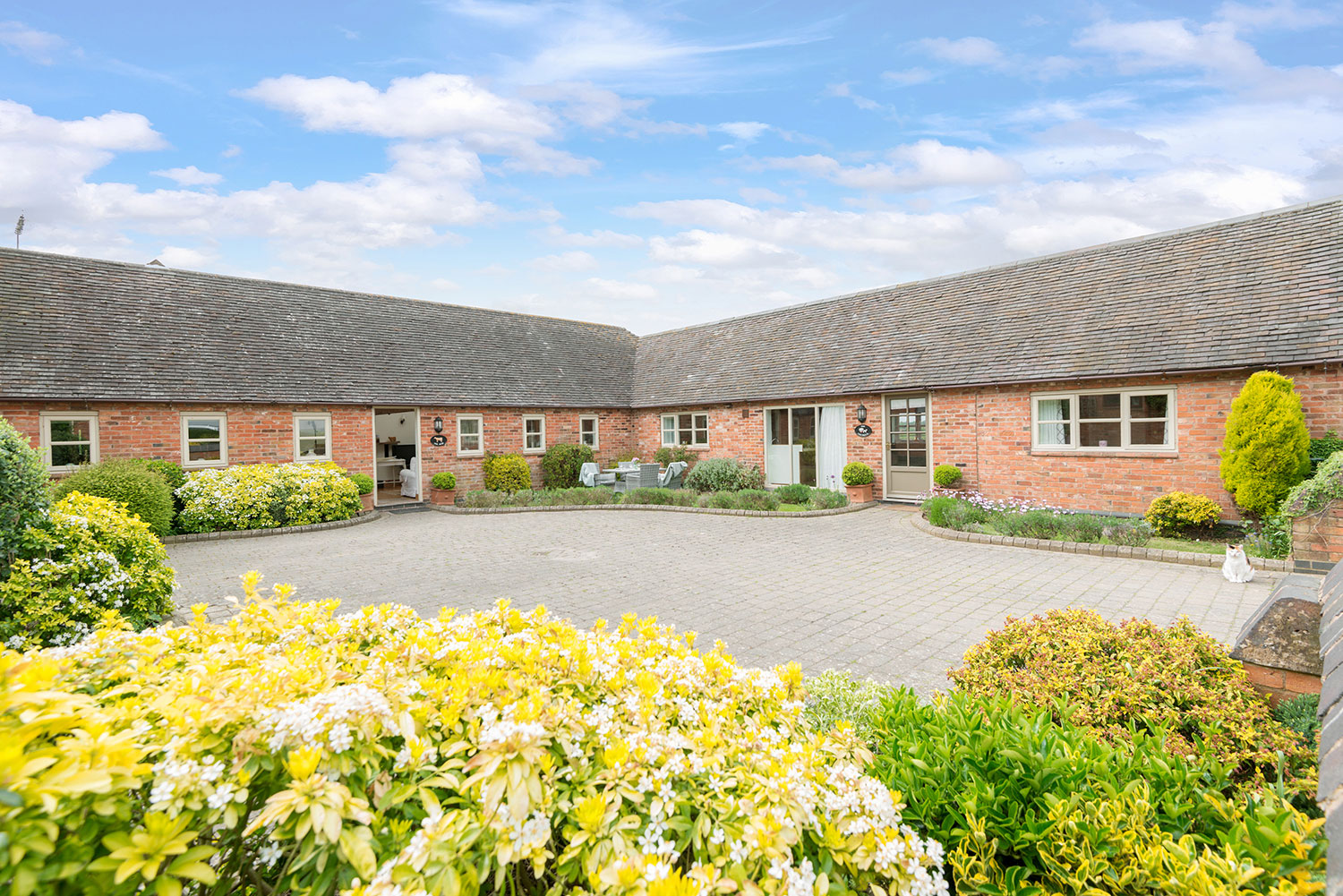 Holiday cottages set around a central courtyard   Upper Rectory Farm Cottages