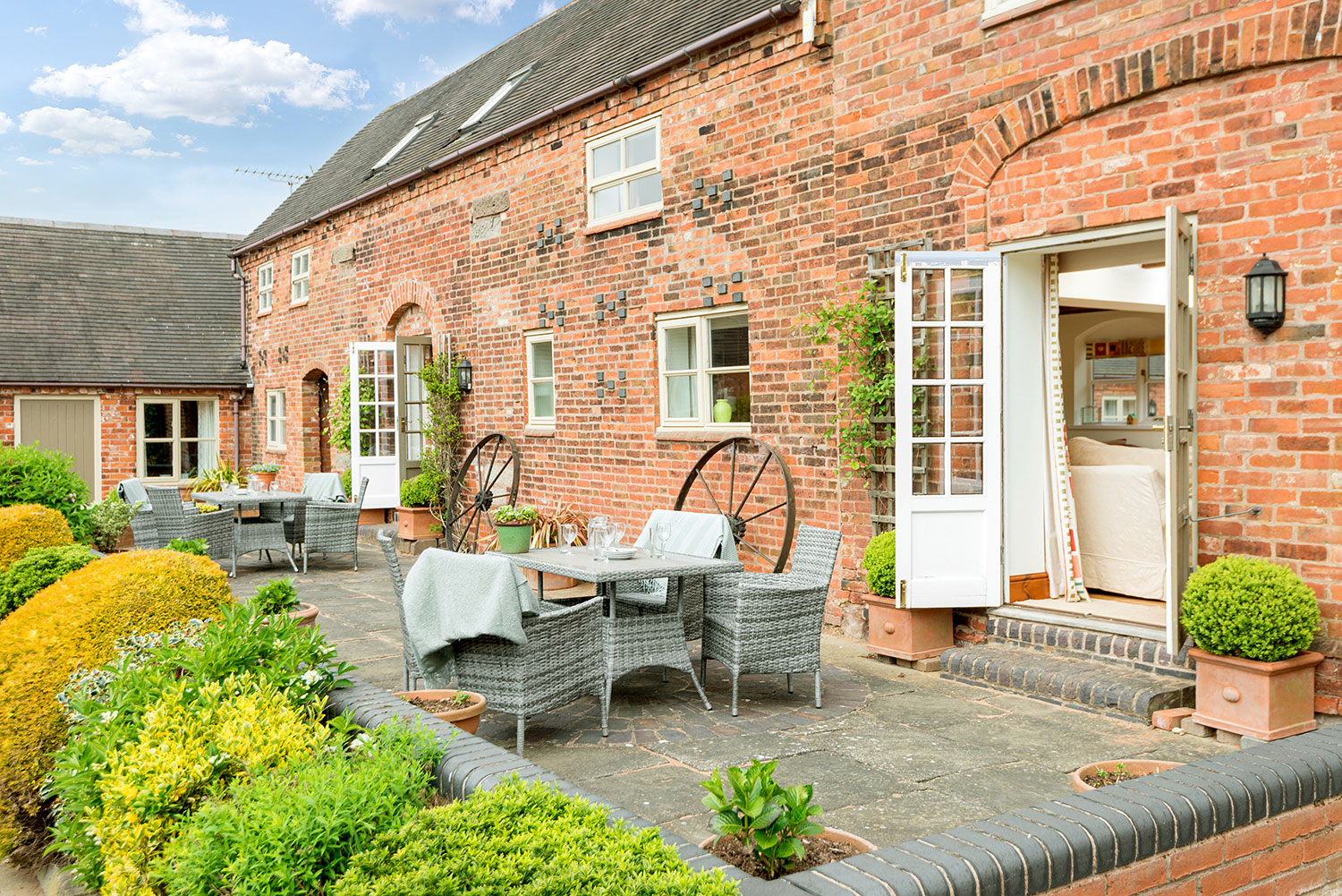 Relax on holiday in rural Leicestershire | Upper Rectory Farm Cottages