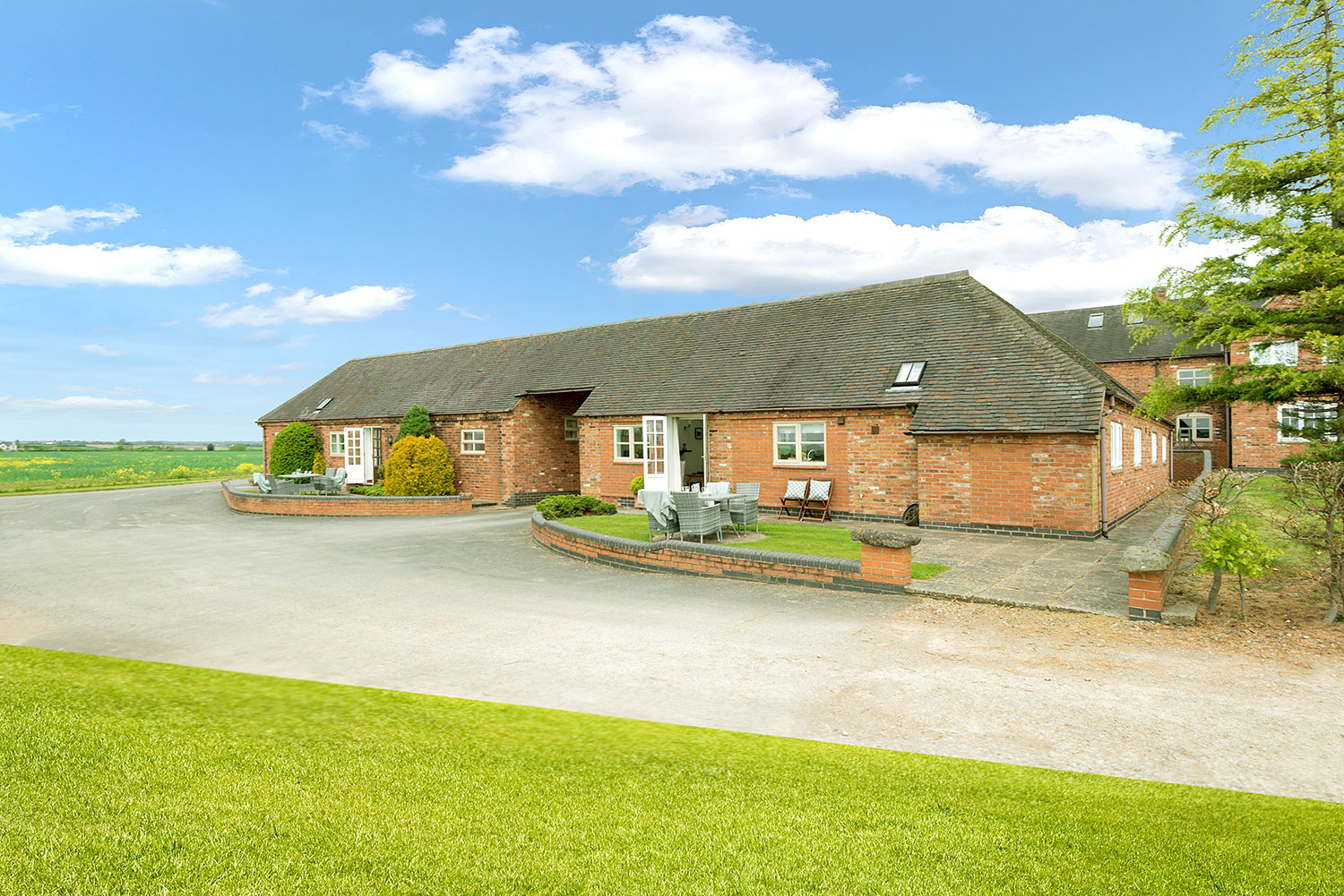 Flexible holiday cottages in the heart of England   Upper Rectory Farm Cottages