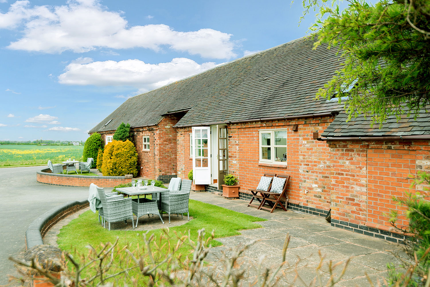Luxury self-catering accommodation set amid the cornfields in rural Leicestershire   Upper Rectory Farm Cottages