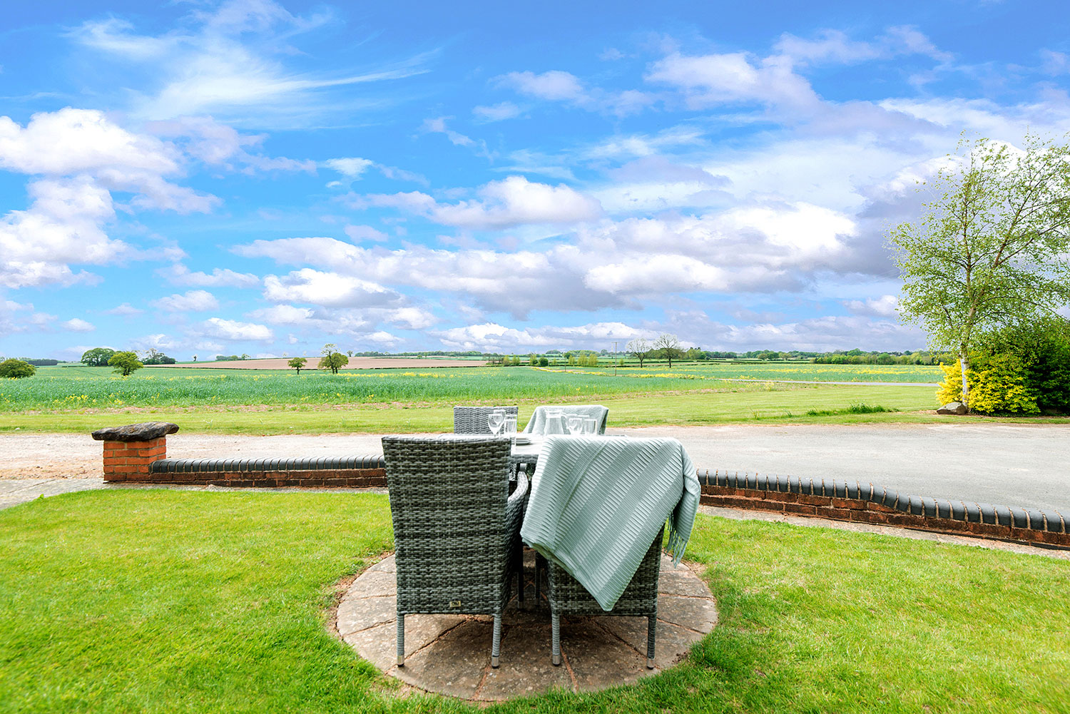 Holiday cottages set amid rolling cornfields in rural Leicestershire   Upper Rectory Farm Cottages